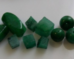 Parcel of 10 emerald beads and rough 36,64cts