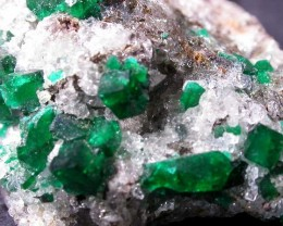 110 CTS DIOPTASE SPECIMEN-EMERALD GREEN [ST7633 ]
