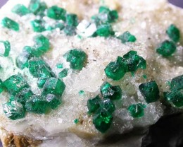 96.38 CTS DIOPTASE SPECIMEN-EMERALD GREEN [ST7635]