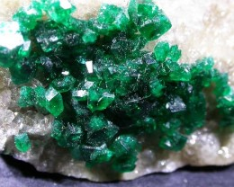 140 CTS DIOPTASE SPECIMEN-EMERALD GREEN [ST7637 ]
