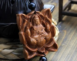 BEAUTIFUL VINTAGE GUANYIN AMULET HANDWORK WOOD CARVING