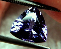 CERTIFIED - Sparkly 2.63 Carat VVS1 Trillion Cut Tanzanite