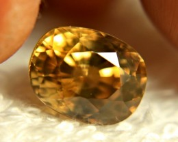 CERTIFIED - 9.51 Carat Golden Zircon - Superb