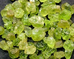 50 CTS  PERIDOT ROUGH (PARCEL) FN 2102  (LO-GR)