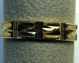 9 K GOLD RING    2.0    GRAMS     SIZE  6.5      LR 18