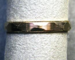9 K GOLD RING        1.6 GRAMS     SIZE  7.5       LR  20