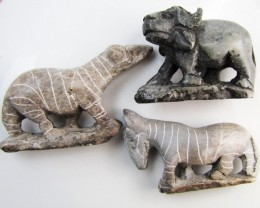 0.232 KiloThree AfricanWild  Animal Carvings  GG 2249