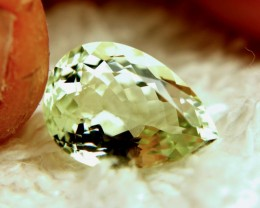 4.42 Carat VVS1 Yellow Green Beryl - Superb Gem