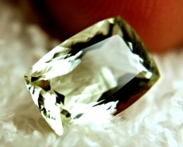 2.97 Carat VVS1 Braziian Green Beryl - Beautiful Gem
