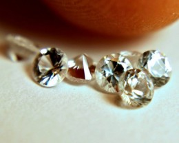 1.03 Tcw. White VVS/VS Sapphires - 3mm - 7 pieces