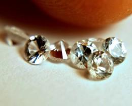1.03 Tcw. White VVS/VS Sapphires - 3mm - 7 pieces