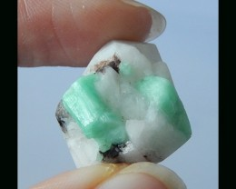 Natural Columbia Emerald Rough - 23x19x11 MM,,31CTs