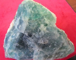 Cts  FLUORITE  SPECIMEN WITH CRYSTALS  RB130