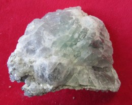 Cts  FLUORITE  SPECIMEN WITH CRYSTALS  RB135