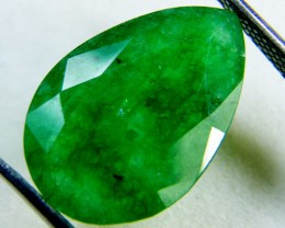 Quartz Emerald Green colour  7.5  carats   QU49