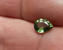 GREEN APATITE .95 CARAT WEIGHT PEAR CUT GEMSTONE BEAUTY
