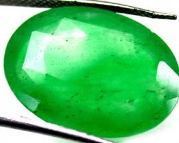 Quartz Emerald Green colour   13.60  carats   QU80