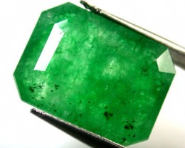 Quartz Emerald Green colour   7.60  carats   QU110