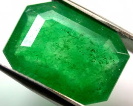 Quartz Emerald Green colour  7.20   carats   QU117