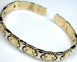 19 GRAMS 18K ITALIAN GOLD BRACELET, 19  GRAMS  2 TONE GOLD L377