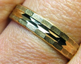 1.8 grams 9 K GOLD RING    1.8      GRAMS     SIZE6        LR9
