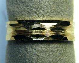2.4 GRAMS 9 K GOLD RING    2.4    GRAMS     SIZE7       LR 17