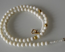 VERY NICE WHITE CORAL AND GOLD NECKLACE 48CMS