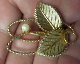 VINTAGE BROOCH GOLD TONE WITH REAL PEARL