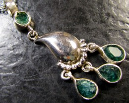 MOZAMBIQUE  CLUSTER EMERALD SILVER PENDANT RT 183