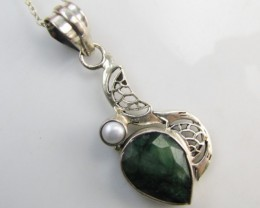 39Cts  Emerald & pearl  set in silver Pendant  MJA 1218