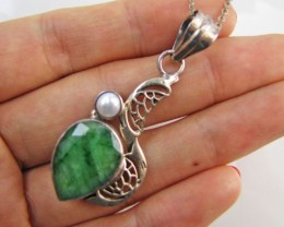 45 Cts  Emerald & pearl  set in silver Pendant  MJA 1220