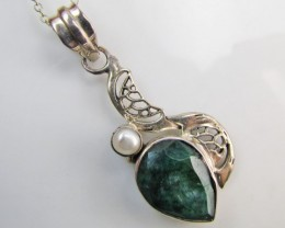 39 Cts  Emerald & pearl  set in silver Pendant  MJA 1222