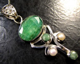 PEARL N MOZAMBIQUE  LARGE EMERALD SILVER PENDANT RT 184