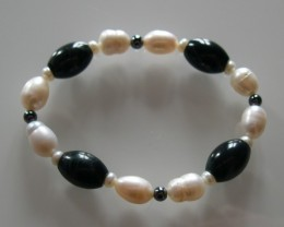 VERY NICE NATURAL PERLES AND ONYX BRACELET