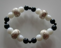 VERY NICE NATURAL HORN, JADE and ONYX bracelet