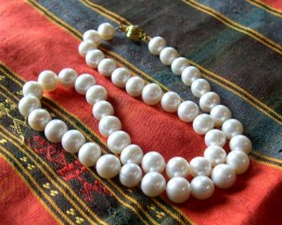 A.VERY NICE NATURAL PEARLS NECKLACE 45cms