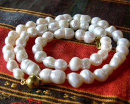 B..VERY NICE NATURAL BAROQUE PEARL NECKLACE 45 CMS