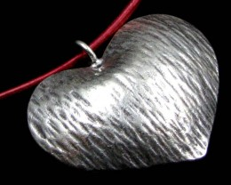 LARGE  HILL  TRIBE SILVER HEART PENDANT   65 CARATS GGR 108