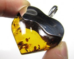 BALTIC AMBER LARGE HEART PENDANT  41.8 TCW    MYG 453