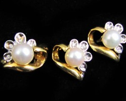 18 K GOLD/PEARL/ DIAMOND RING AND MATCHING EARRINGS LGN901