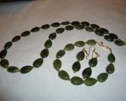 JADE NECKLACE, BRACELET AND EARRING SET