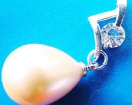 GOLD PEARL PENDANT 15 x 12 MM  19CTS [PF696]