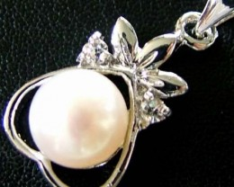 NATURAL  PEARL PENDANT -MODERN DESIGN   11.20 CTS [PF 1073]
