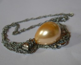 VERY NICE SEA SHELL GOLDEN PENDANT WITH CHAIN...16x13mm