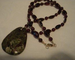UNIQUE AFRICAN BLOODSTONE AND GARNET NECKLACE