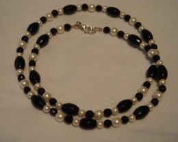 FACETED ONYX AND PEARL NECKLACE