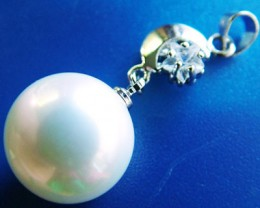 WHITE PEARL PENDANT  14 MM  26CTS [PF708]