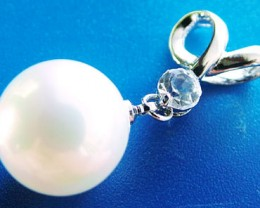 WHITE PEARL PENDANT 14 MM  27CTS [PF711]