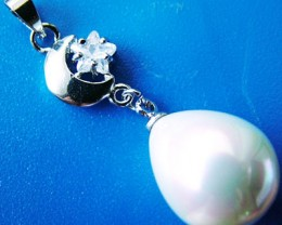WHITE PEARL PENDANT  15 X 12 MM  20CTS [PF714]