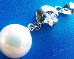 WHITE PEARL PENDANT 15 MM  11CTS [PF733]